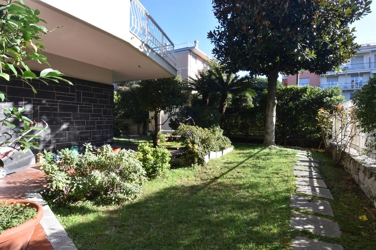 Immobiliare Zb Via Flora Meraviglioso Bilivello Con Giardino Genova Via Flora Appartamenti Genova Albaro Giardino Cerco Casa Genova Valutazione Case Genova