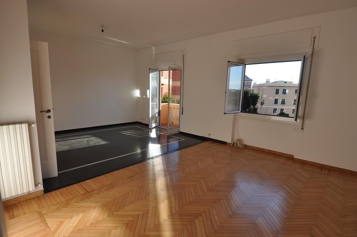 Immobiliare zb via trento con affaccio su piazza merani for Appartamenti trento
