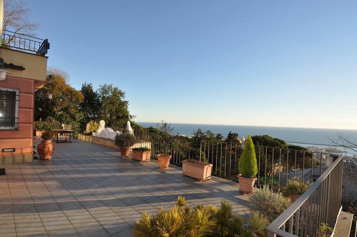 Immobiliare zb righi in casa trifamiliare affacciata sul - Foto di ville con giardino ...