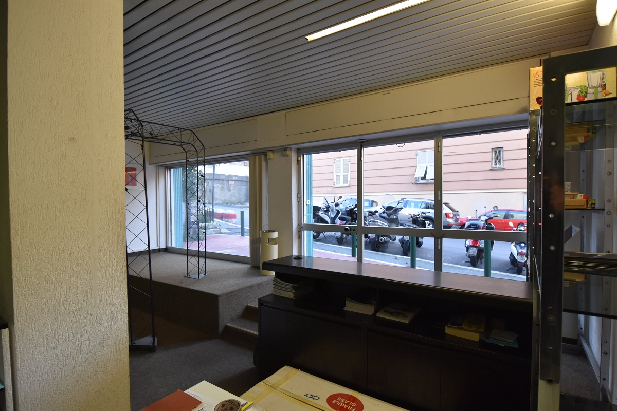 Immobiliare zb via papigliano ufficio piano strada for Cerco ufficio in affitto